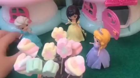 灰姑娘和美人鱼去朋友家做客,朋友的妈妈给准备了棉花糖