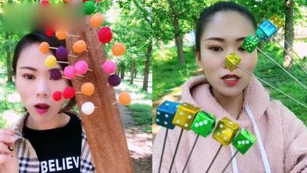 小姐姐直播吃:彩色骰子糖、水果棒棒糖,看着就过瘾,是我向往的生活