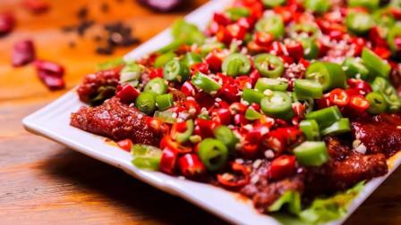 宅在家里做大厨,川菜师傅教你做鲜椒牛肉,简单3步,香辣爽滑