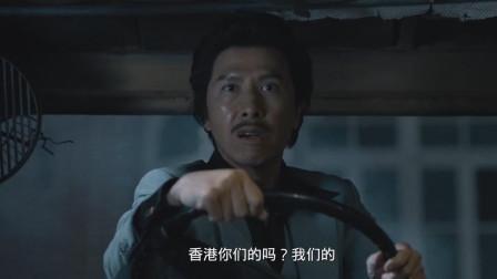 甄子丹用挖掘机把洋人连车带人挖起,撞到墙上,直言香港是我们的