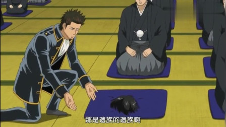 银魂:近藤也在悼念会上恶搞,老头子的怒火,吓得土方银时赶紧开溜!