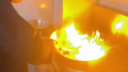 山药怎么炒才好吃,大厨炒山药香辣又入味,头一回见这种做法