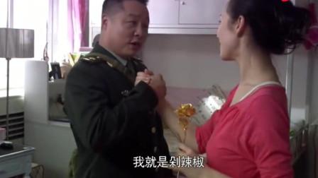 女友过生日,男兵送她牛奶面包,女友:发胖食品