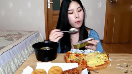 美女吃播,吃榴莲奥尔良烤翅,芝士紫薯
