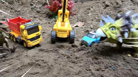 亮亮玩具汽车工程车挖掘机和恐龙帮助三角龙脱困,婴幼儿宝宝过家家游戏视频