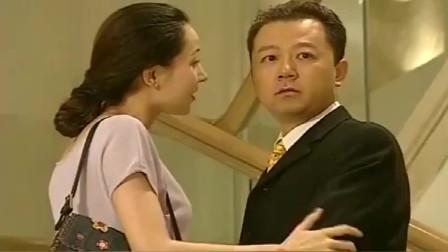 丈夫带小三开房,竟发现妻子也陪着别的男人开房,好尴尬