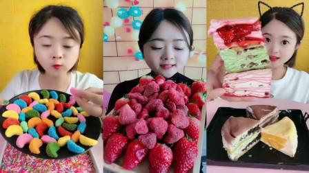 小可爱直播吃:花生巧克力,草莓冻干脆,吃得那叫一个香