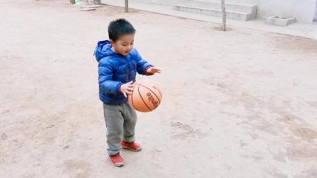 拍篮球 宝贝一口气拍一百多个球(大宝四岁九个月)