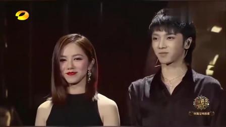 歌手当打之年:华晨宇和邓紫棋演唱当红歌曲《光年之外》,不一样的光年视听啊!竟还能嗨起来?太炸了!