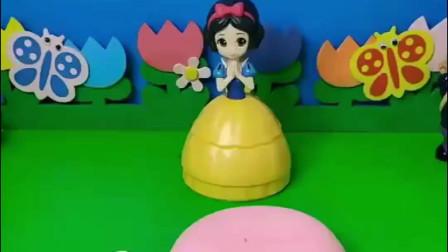 贝尔要过生日了,白雪给贝尔做了生日蛋糕,白雪公主太有心了!