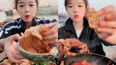 美女直播吃:铁锅炖麻辣大鲍鱼、麻辣面包蟹,小姐姐吃的美滋滋