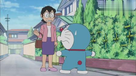 妈妈看到哆啦A梦要变成狼人,于是哆啦A梦把自己的脸扯成三角形