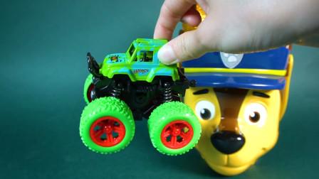 爆米花桶里全是汽车玩具蛋 小朋友们快来拆开吧