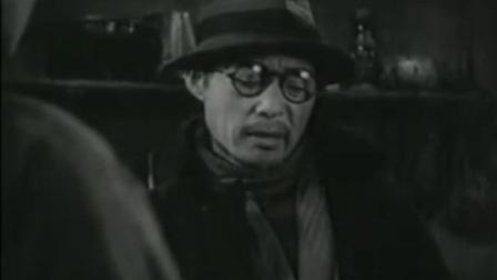 乌鸦与麻雀:汉奸要把大家赶走,大家为了不搬走怂恿先生要回房子