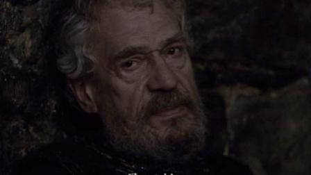 哈姆雷特得知,父王午睡时,他的叔叔将毒药灌进了父王的耳朵