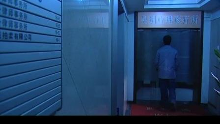 谜证:美妇查看电闸,不料突然出现一个变态,美妇将他锁在门外!