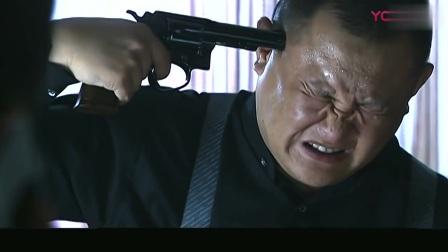 玩俄罗斯轮盘赌,犹豫不决不敢开枪,被对方老大吓到大喘气