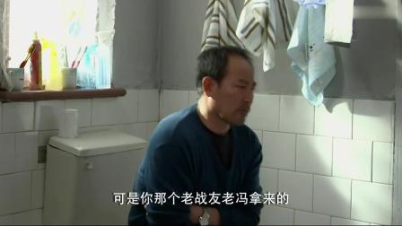 帅哥被绑架,借助上厕所的功夫,在烟纸上写下求救信号!