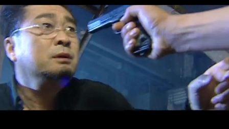 缉毒英雄:缉毒逮到大毒枭,拔枪顶在对方头顶,手拷直接拷上