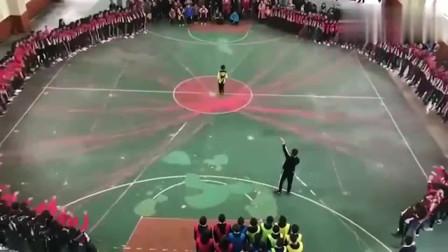 跳绳的最高境界,一次跳一百根,高手在民间