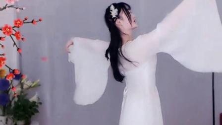 #最劲热舞#婉转流连, 裙裾飘飞, 美女闪动着美丽的色彩