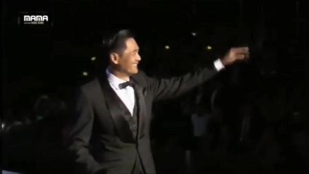 2015周润发赴韩国MAMA亚洲音乐盛典,压轴颁奖这气场无敌!
