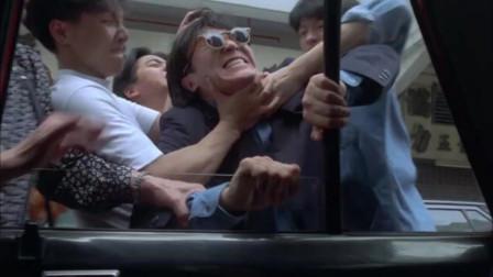 在香港打辆车有多难,星爷装瞎都抢不上,被一顿暴打