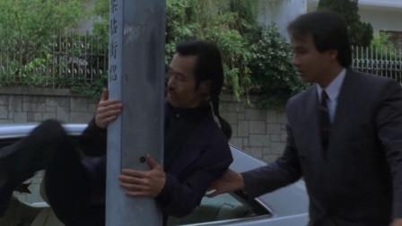 元华这车停的真有水平,幸亏他的腿够长,不然出来就难了