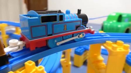 好有趣!你喜欢托马斯小火车分享的轨道吗?趣味玩具故事