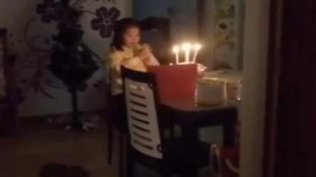 泪目!抗疫医生门外为女儿唱生日歌,颤抖的歌声让人动容