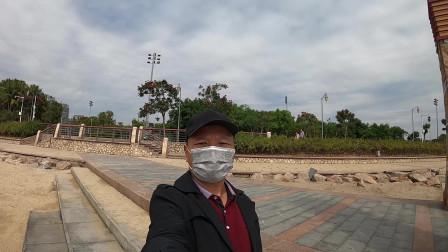 实拍深圳湾公园,网红必打卡的地方,看深圳到香港从哪里过去的?深圳网红地铁站,出站就是海边