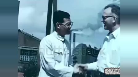 历史回放  1958年的东北工厂  烟囱冒着浓烟