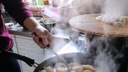 山东人就是豪爽,从吃饺子都能看出来,看着还怪馋人的