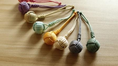 小清新可爱小球挂件超详细编织制作教程 悦在指间原创录制