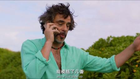 男子退休了也不闲着,跑到夏威夷找了两个美女,朋友听了都羡慕