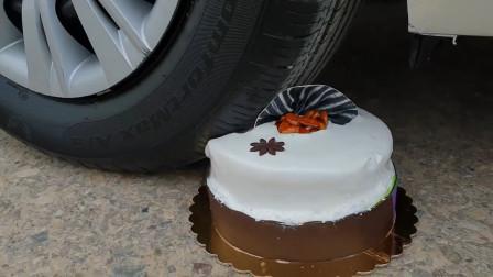 汽车碾压蛋糕香蕉方便面的瞬间