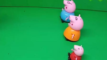 给小猪一家分玩具车了,大家都上车了,可以准备出发了