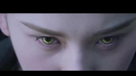 上古密约,鸿熠眼神变成狼的样子,发现自己原来和鸿烁是仇人