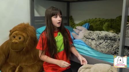 萌宝玩具:咋回事?小哥哥为何会忘记在玩躲猫猫的小萝莉?
