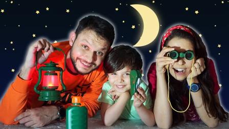 萌宝玩具:超精彩!小正太一家人在家模拟野外露营?