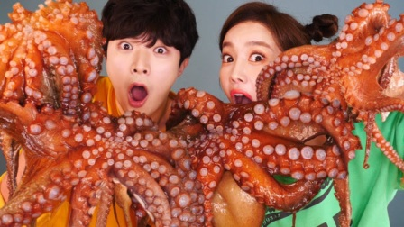 """韩国美女带徒弟做吃播,没想到后期剪辑不给力,""""假吃""""画面相当尴尬"""