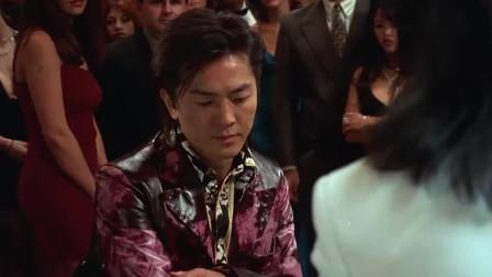 男子想让浩南哥输光,怎料浩南哥能未卜先知,手上的牌浩南哥全知道了