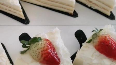 福建厦门泉州福州欧式面包培训要多少钱?咨询回复1,白巧克力慕斯蛋糕,想吃吗?