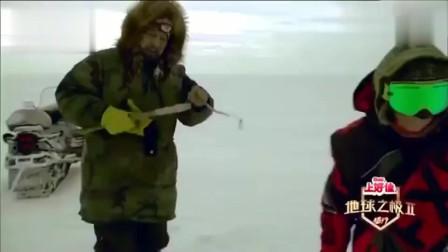 梁红她们一行人去冰天雪地里钓鱼,竟还那么打的钩子!