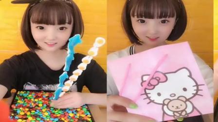 小姐姐直播吃:果冻糖果,大白兔奶糖,各种口味任选,你想吃哪个呢