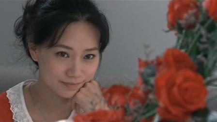 美女收玫瑰感动不已,谁料不是老公送的,这可尴尬了