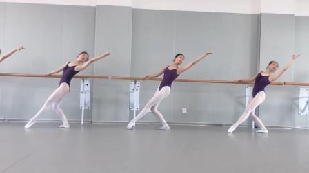 古典舞基训课堂《腰组合》,c位不是白站的,天生的跳舞的材料!