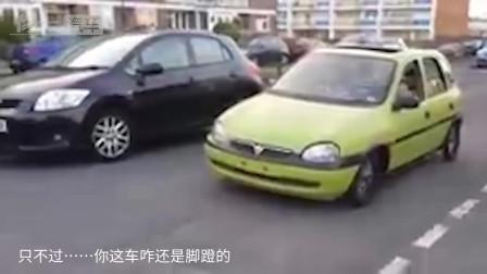 老外把汽车内部改成自行车,一人骑不走,若交警查车扣还是不扣?