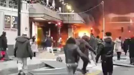 因不满本国在法举办演唱会 刚果(金)反对派把巴黎一火车站烧了