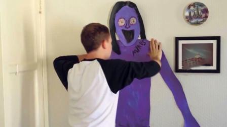 恐怖短片《我的鬼友米库斯》,画像贴在墙上就能成真,这也太爽了